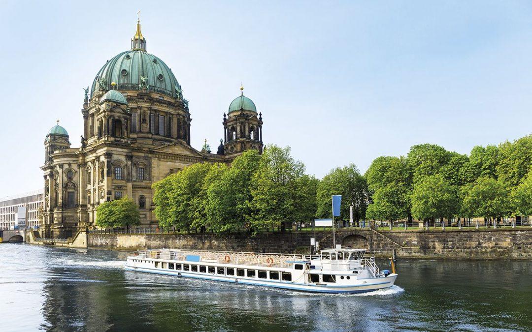 Deutschland – Mit Bus, Bahn oder Flug in die Hauptstadt der Bundesrepublik Deutschland