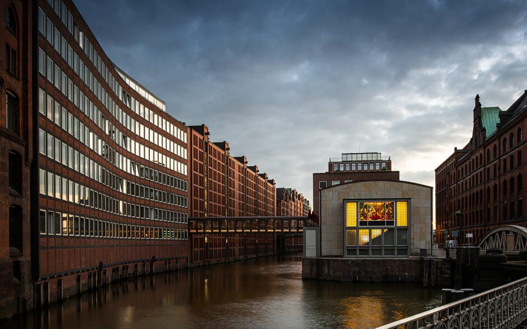 Außenansicht Brücke Hotel AMERON Speicherstadt