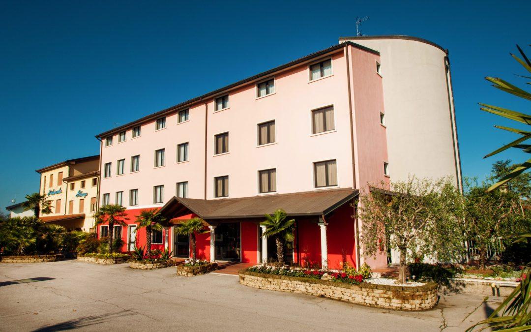 Außenansicht Hotel Marashina